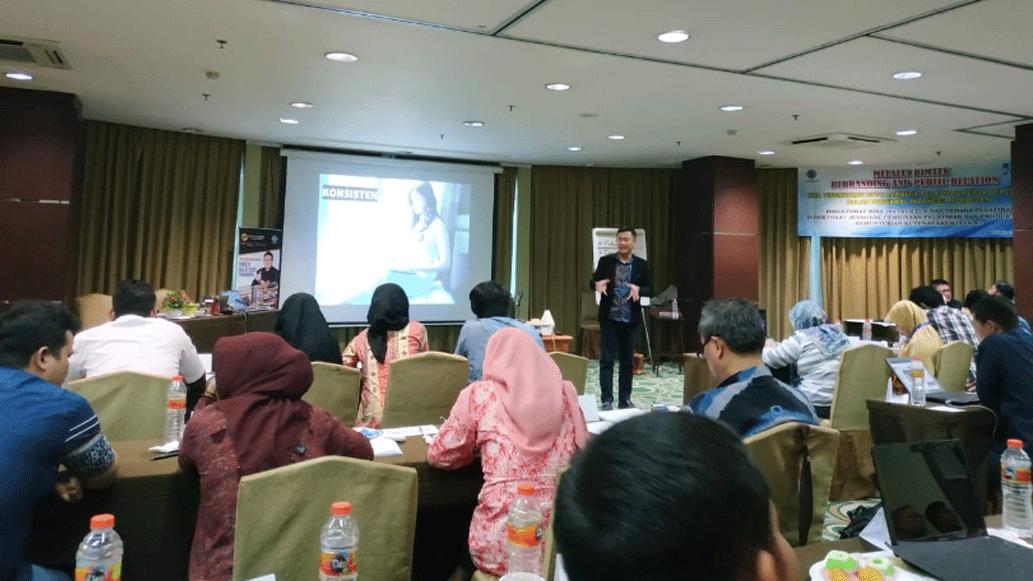 Siswa & Mahasiswa Bandung Harus Memiliki Skill Public Speaking