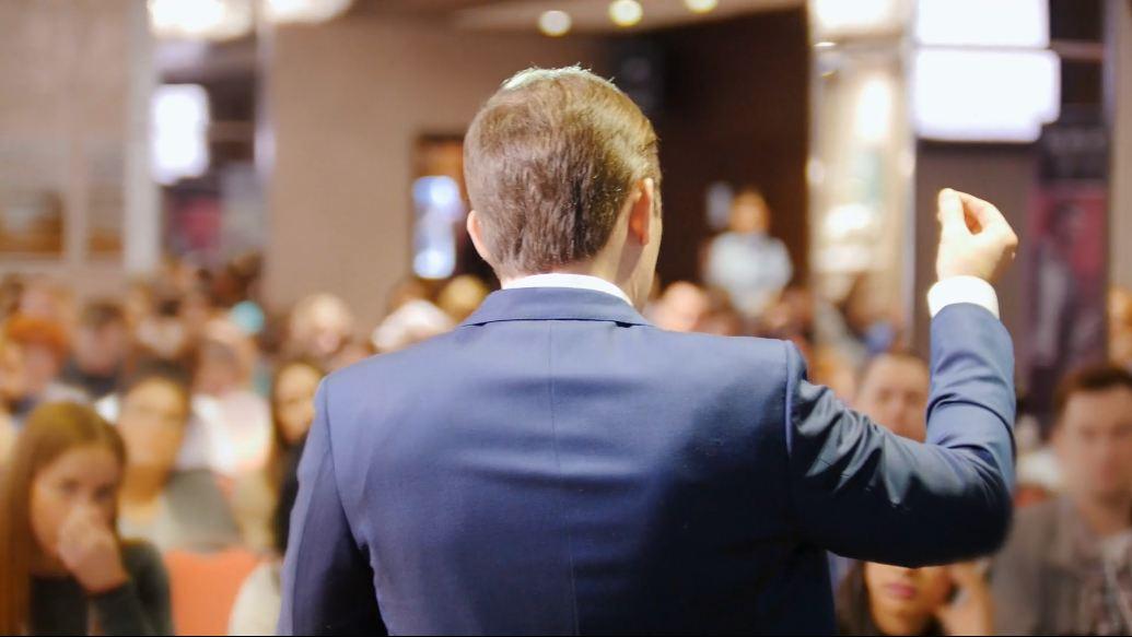 Kuasai Teknik Dasar Menjadi Public Speaker yang Baik